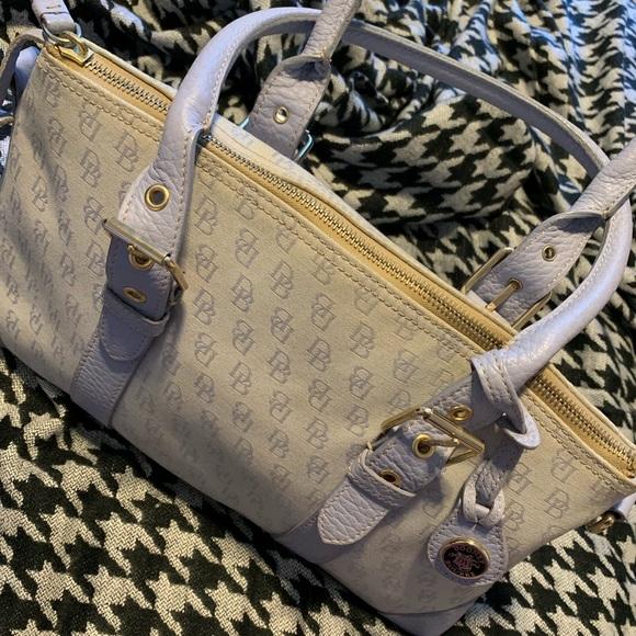 Dooney & Bourke Handbags - Dooney & Bourke Vintage Handbag 👜